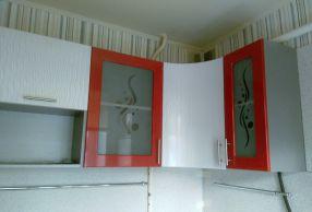 Фасады: Амарант, красный металлик + велюр белый
